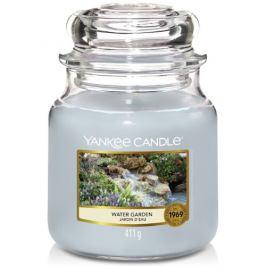 Yankee Candle Aromatická svíčka Classic střední Water Garden  411 g