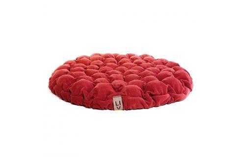 Červený sedací polštářek s masážními míčky Linda Vrňáková Bloom, Ø75cm Polštáře apřehozy